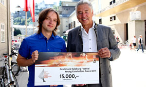 Young Conductor's Award winner Ainars Rubiķis (left) with Nestlé Chairman Peter Brabeck-Letmathe (right)