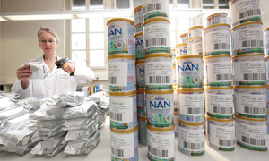 Employee at Konolfingen reads bar codes on infant formula packs