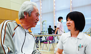 Elderly japanese man talking to nurse